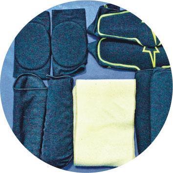 保護裝備隨身——身為動作特技演員,保護軟墊等裝備,每次開工都要隨身,即使自己用不上,也可以借給其他演員。(受訪者提供)