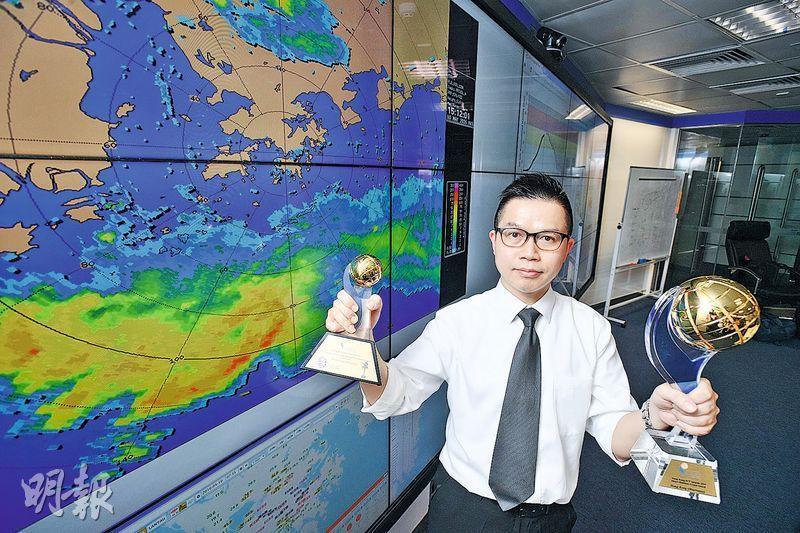 天文台高級科學主任黃偉健(圖)稱,加入深度學習模型的「小渦旋」臨近預報系統,主要應對大雨、閃電、冰雹等惡劣天氣。天文台憑該系統奪得今年香港資訊及通訊科技獎「商業方案獎」大獎。(楊柏賢攝)