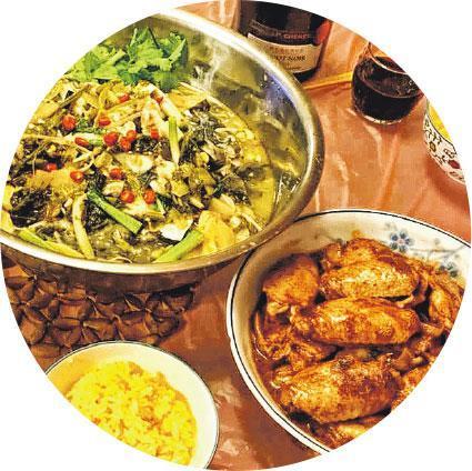 吾愛下廚——Jenny常在facebook上載三餸一湯照片,如圖中的南乳雞翼和酸菜魚。問她是誰人做的菜?她笑說:「我不是只懂做肥皂的啊!」(受訪者提供)