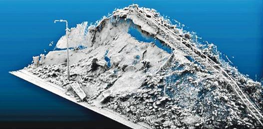 土力工程處引入嘅手提激光掃描儀器,可以喺黑夜同降雨嘅環境下掃描山體形狀,評估災情,從而決定封路範圍。(土力處提供)