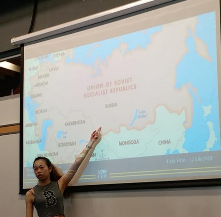 Cman 每次出發前都會先跟團友講解到訪國家的文化和歷史背景。