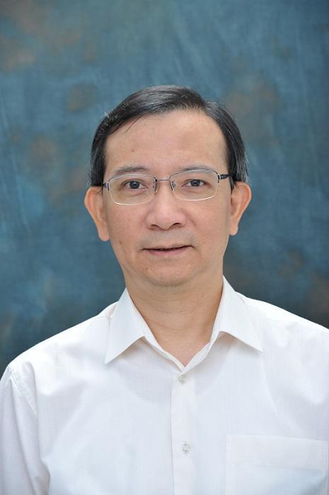 香港專業教育學院 (IVE) 屯門院校工商管理系高級講師盧尚義 (盧 Sir)