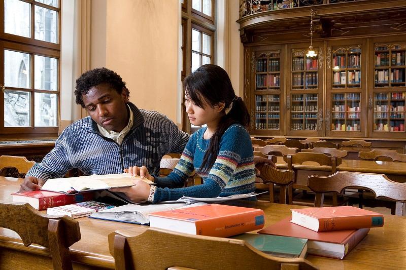 德國的大學教育體制為3至4年,一般於10月初開學。