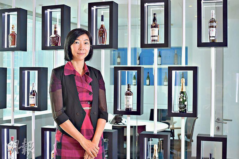 分析市場環境——Alice Yip現時是Pernod Ricard香港分公司Business Solutions Associate Director,運用科技幫助公司分析酒品市場環境,拓展生意。(楊柏賢攝)