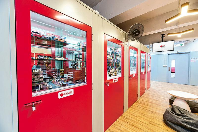 為提升用家體驗,蘋果倉積極改善倉內環境,除眼於室內環境裝潢和設計外,更從細節入手,如特色倉內設有玻璃櫥窗,以供觀賞。