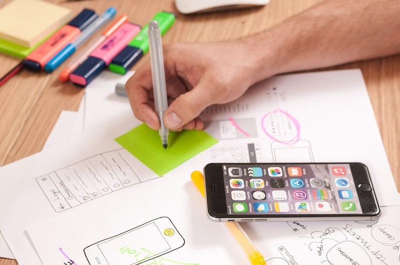 用戶體驗設計人員 (UX Designer) 要站在用家的角度作考慮,以提升他們的滿意度為目的。(相片來源:https://pixabay.com)