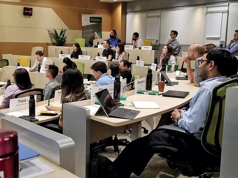今年參加了Executive Education Programme 的員工,在新加坡INSEAD(歐洲工商管理學院)接受培訓,圖為上課情况。
