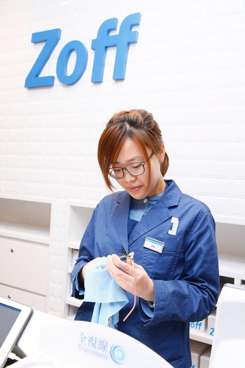 投身眼鏡行業的店舖助理,要個性主動、抱持積極的學習態度、喜歡潮流新事物和日本文化、有團隊精神。