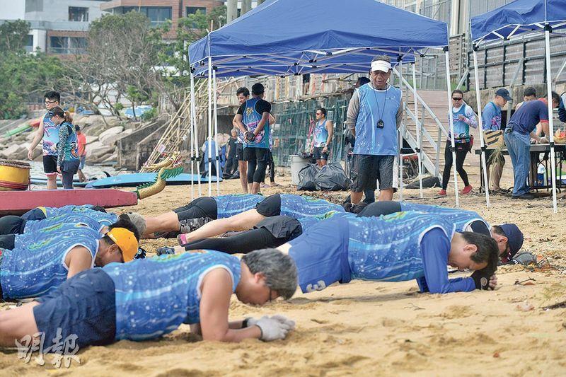 重要一環——比賽時,划手們須奮力划槳,齊心堅持下去。訓練時除了修正划槳動作,鍛煉體能和耐力也是重要一環。(楊柏賢攝)