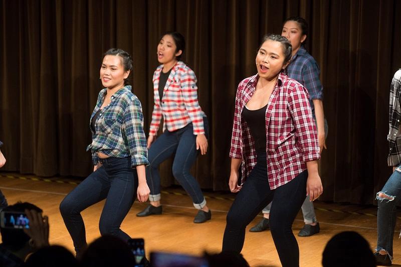 學員有機會參與大型的校內 演出,以累積實戰經驗。(相片由香港演藝學院演藝進修學院提供)