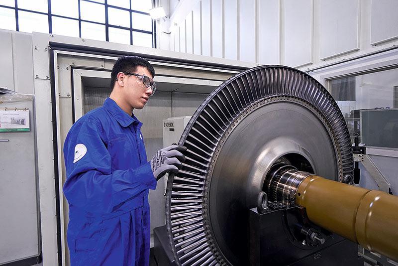 伍昭龍於2017年加入至今,一直在引擎大修部的增壓渦輪組工作,平日主要負責平衡測試部分。
