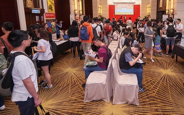 博覽會上,多場專家講座及 30 多個來自不同行業參展機構,助參加者在個人進修和事業發展方面做好規劃,當中更有參加者即場遞交申請表格、參加面試,希望一擊即中!