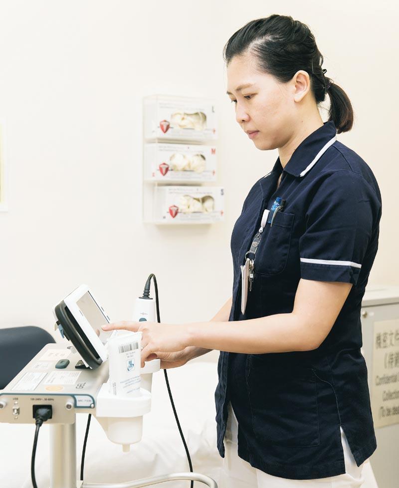 泌尿科護士的工作包括協助泌尿科專科醫生作檢查,如超聲波掃描。