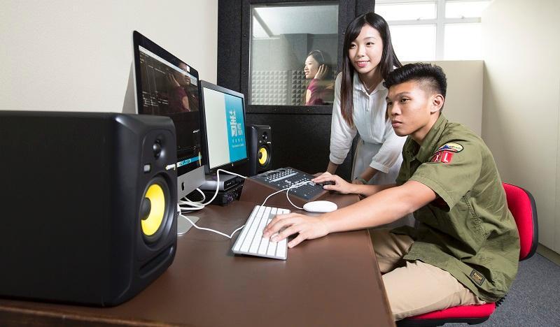 年輕人習慣在不同數碼平台、社交媒體環境下的溝通,他們在創意媒體、資訊科技界等方面發展有一定優勢。 (圖由香港專業進修學校提供)