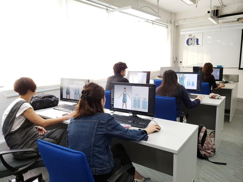 新一代的年輕人擅長使用電腦,大部分學員對新的數碼時裝技術均十分受落,也易上手。