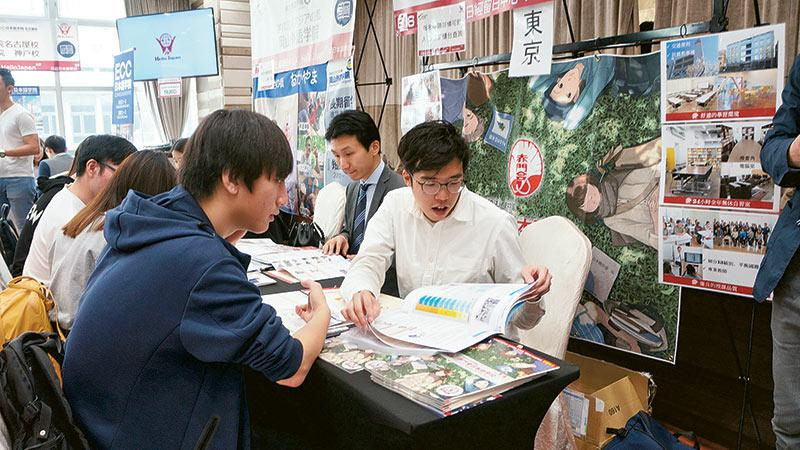 日經留日中心與 Hello Japan 已合辦多屆「大型日本留學展」,每屆參加者人數均有上升趨勢。新一屆活動將於 8 月 31 日及 9 月 1 日舉行,屆時有40多間參展機構參加,歡迎計劃留日者到場蒐集資料。