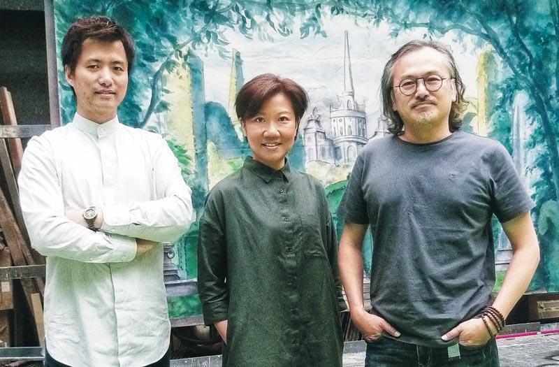 左起:香港演藝學院舞台及製作藝術學院副院長及科藝製作系主任袁卓華、製作管理系主任陳秀嫻,以及舞台設計系主任陳志權。