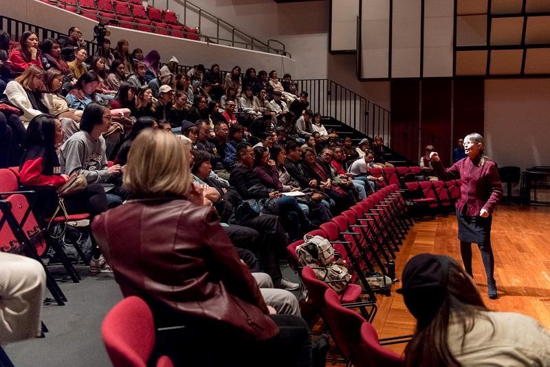 課程每年皆會從世界各地邀請行內大師前來主持講座,擴闊學生的視野。