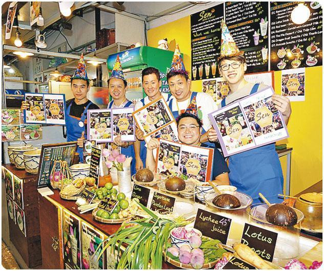 香港寬頻TE團隊規劃的Management Trip毫不輕鬆,他們安排管理層到越南胡志明市的市集賣果汁、賣檬粉,事前更要訪問當地人,了解客戶需要。(受訪者提供)