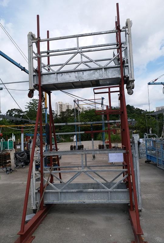 圖為建造行業中,保障工人安全設計的兩層吊船設計。