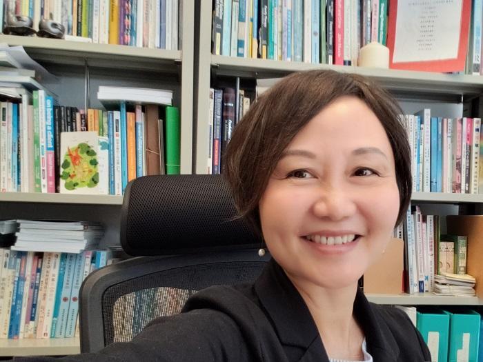 香港浸會大學社會工作系講師、社會工作社會科學碩士課程統籌主任(兼讀制)梁瑞敬博士