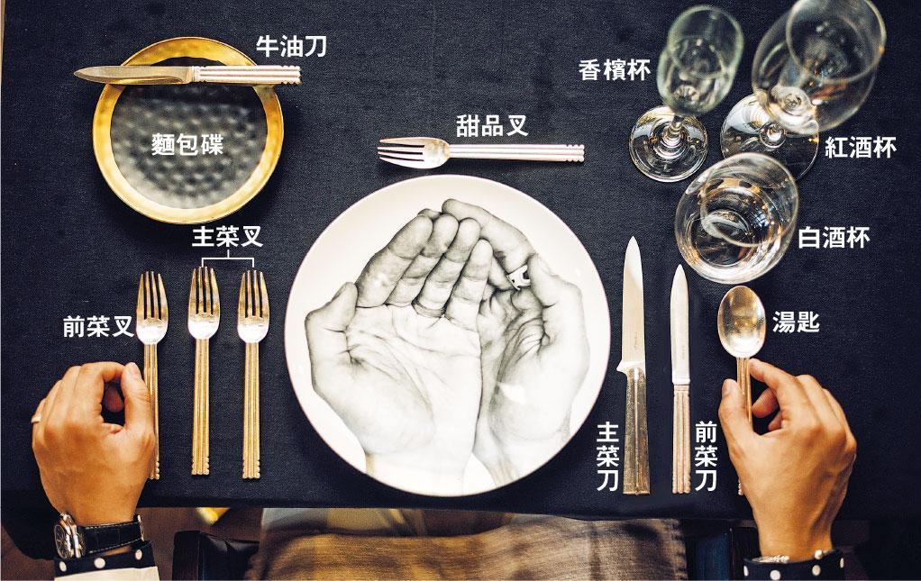 餐具使用次序——刀叉按照使用次序由兩邊外側向內排列,所以使用時從外側開始。(蘇智鑫攝)
