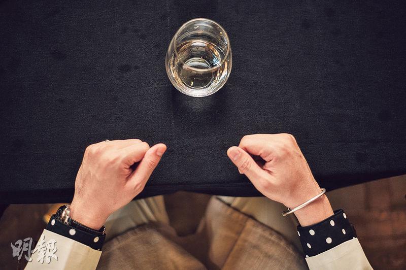 枱布第二張臉——保持餐桌清潔,用餐時避免餸汁、飲品弄污枱布,國際商務禮儀培訓師梁迦傑說 ,「因為枱布猶如第二臉」,反映個人修養。(蘇智鑫攝)