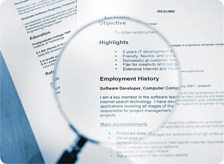 背景審查——按不同行業及職位需要,背景審查公司會查核求職者的學歷、就業、信貸、專業牌照、刑事紀錄等,有利僱主聘請適合人選,亦讓求職者能夠公平競爭。(peepo@iStockphoto)