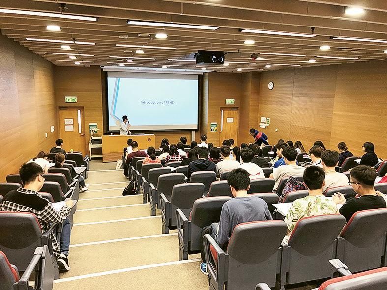大學會定期舉辦不同的會議和講座,讓學生接觸最新的營養學和行情。