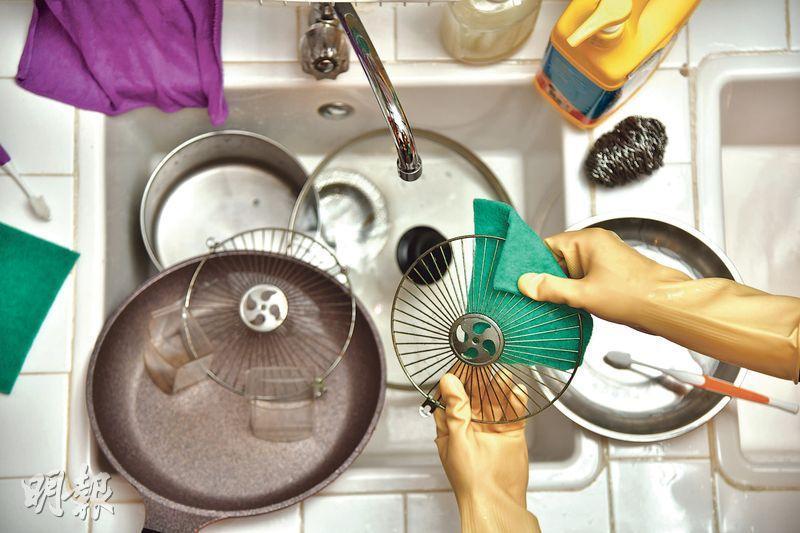 乾淨迎新春——運用合適工具和程序,輕輕鬆鬆「快靚正」清潔廚房,乾乾淨淨迎接新春。(黃志東攝)