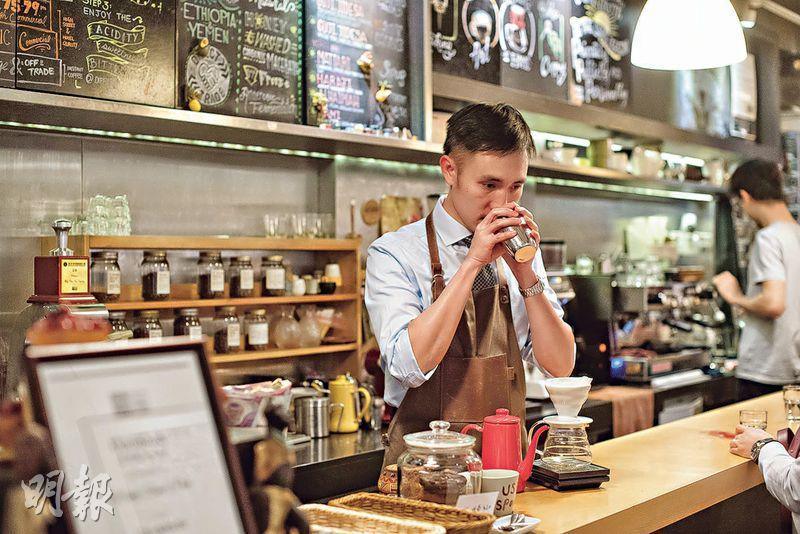 咖啡工藝——Patrick說,咖啡是一門具有工藝、可與人分享的學問及興趣,亦是帶他接觸不同世態人情的窗口。(鄧宗弘攝)