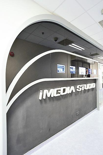 ▲傳理學院設有多間媒體研究實驗室,其中iMedia Studio內設備齊全,以提供更多的數碼化教學與學習體驗。
