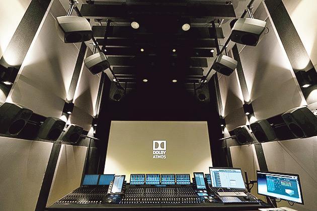 ▲傳理學院為學生提供專業的軟硬件設備,更設有演播室、錄音工作室和攝影棚等,模擬媒體公司的實際工作環境。