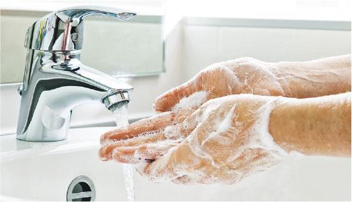 勤洗手——口罩不能百分百阻隔0.1微米的新型冠狀病毒粒子,因此市民戴口罩之餘, 更應記緊勤洗手。(AlexRaths@iStockphoto)