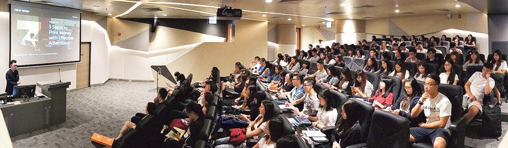 ▲香港樹仁大學積極推動學術研究發展,開辦了多個不同範疇的碩士、博士課程,以迎合進修人士不同的興趣和需要。在研究的硬件配套方面,研究生院綜合大樓設有多個學系的研究所及實驗室,內裏配備各種先進的設備和儀器,如供師生進行腦科學研究之用的心理實驗室。