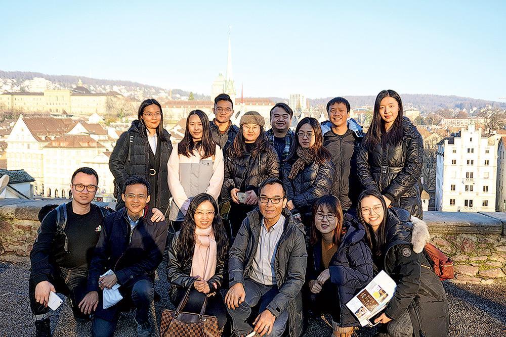 ▲黎教授帶領學員到瑞士擴闊視野,累積國際經驗、建立人脈,為未來發展做好準備。