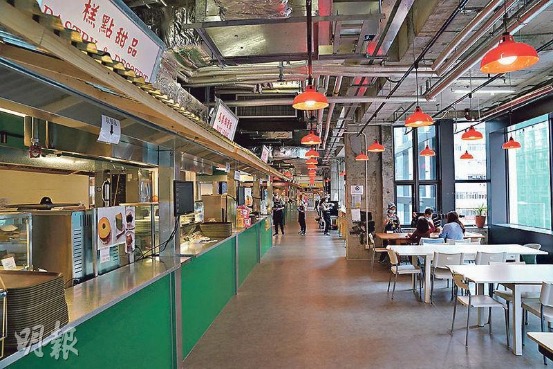 「廚尊」位於旺角活化項目「618上海街」2樓,佔地約6900平方呎,出售熟食及飲品,包括星洲特色食品咖央多士及斑蘭蛋糕等,更設有告示教導食客以手語與店員溝通。(楊柏賢攝)