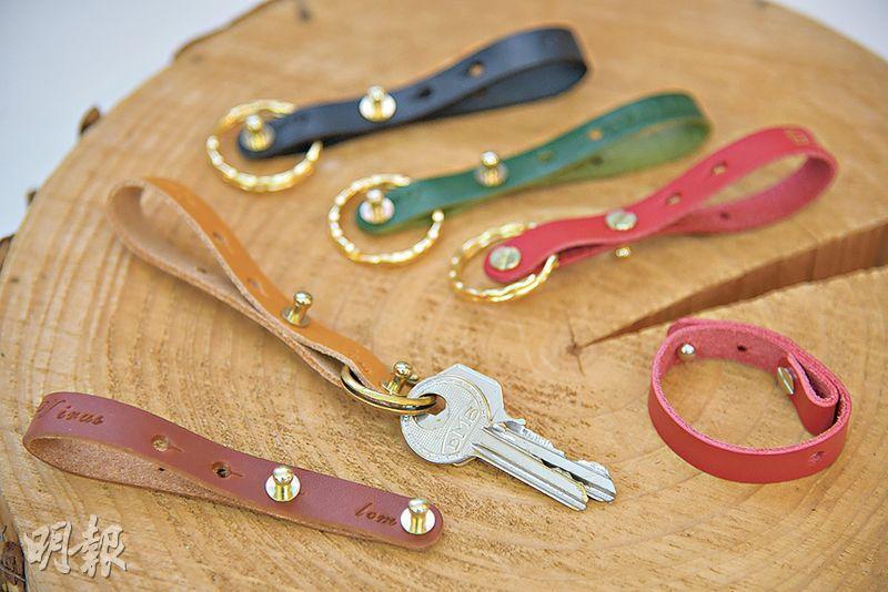 一物多用——「口罩皮帶」除了能紓緩耳背痛,還可變成方便實用的鎖匙扣,或時髦耐看的手袋肩帶掛圈。(黃志東攝)