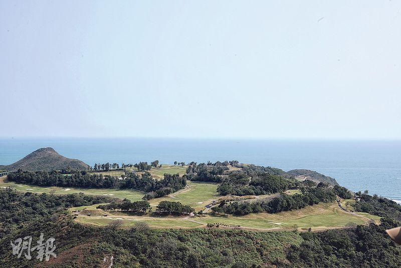 俯瞰高球場——沿途可俯瞰清水灣高爾夫球場。(曾憲宗攝)