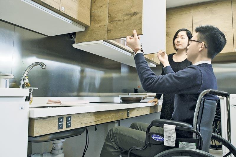 東華學院設有職業治療實驗室,配備模擬家居設計的房間,讓學員學習為患者提供生活技能訓練及模擬家居活動訓練。