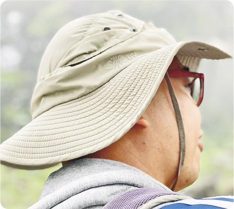漁夫帽防曬——Johnny指漁夫帽覆蓋頭頸部多一點範圍,防止曬傷。(Vincent攝)
