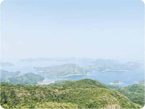 印洲塘——從鳳凰笏頂俯瞰遠處「印塘六寶」之一的印洲塘,此處因波平如鏡而聞名。(Vincent攝)