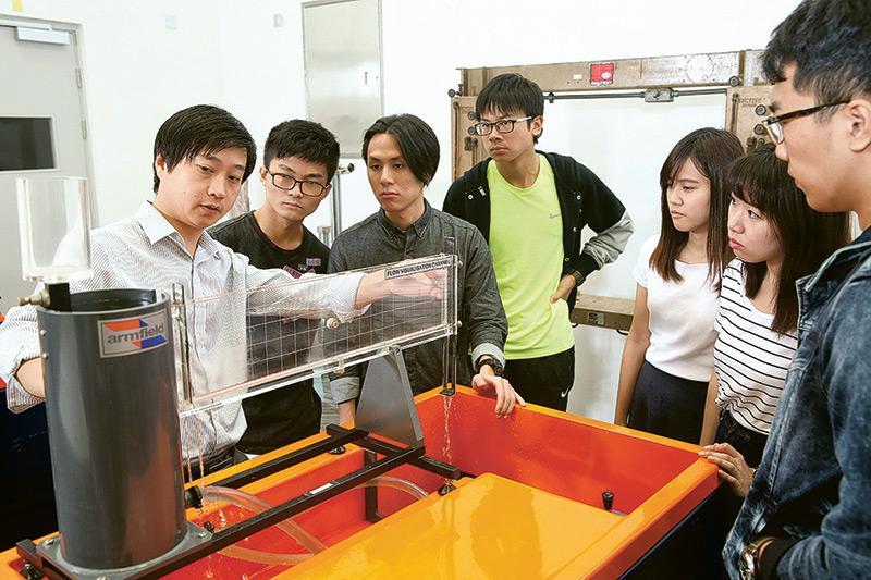 珠海學院是本港唯一設理工科的私校,課程理論與實踐兼備,更鼓勵學生透過親身體驗去學習,走出課室,與不同學科、背景及文化的學生交流和合作。