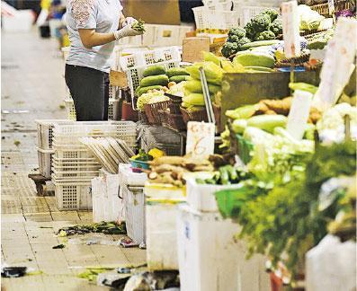 街市播毒?——假如街市的污水處理、垃圾和乾淨食物分隔做不好,容易散播引起腸胃炎的細菌和病毒。(資料圖片)