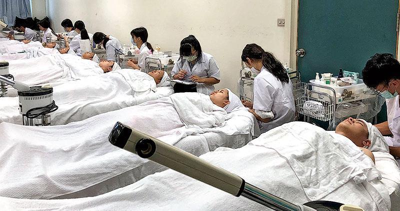 3427港生報讀台灣學士 增六成半 在台港生籲留意兩地薪差