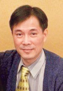 香港耆康老人福利會服務總監駱耀文。