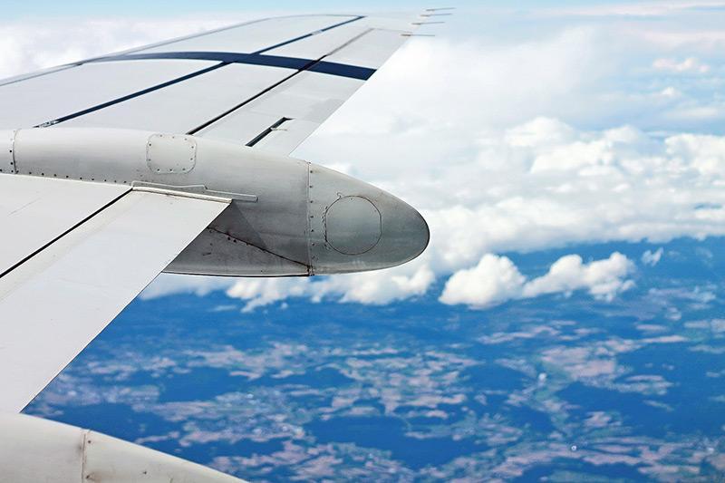 飛機結構十分複雜,涉及林林總總的機械零件,飛機維修人員必須一一掌握。(網上圖片)