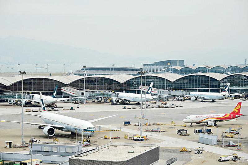 航空業工種多元化,預計機場三跑道系統將於 2024 年底全面運作,將進一步帶動飛機維修、航空貨運、機艙及地勤服務、航空交通管理、機場營運等人手需求。(資料圖片)