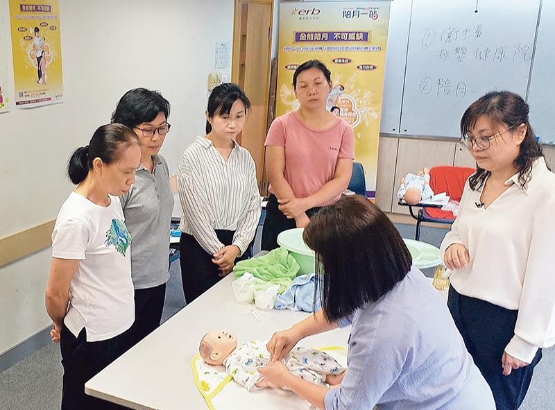 陪月一站會定期舉辦實務工作坊,以提升陪月員及嬰幼照顧員的工作技能及服務水平。