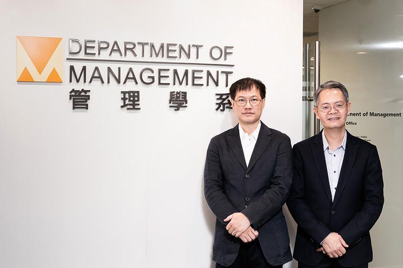 城大商學院管理學系工商管理學士(管理學)課程主任關兆安博士(右)和招生主任黎曉教授(左)